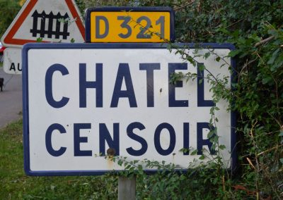 messing-in-boats_chatel_censoir_sign