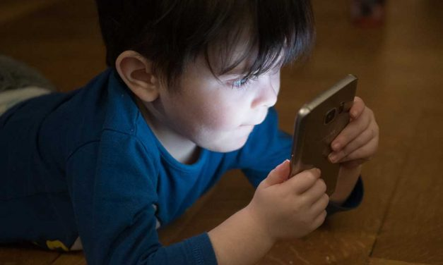 What parents should know before giving children their first smartphone