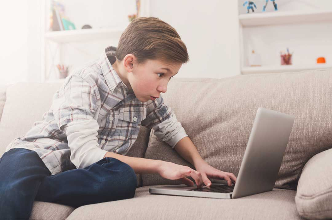 child playing game online